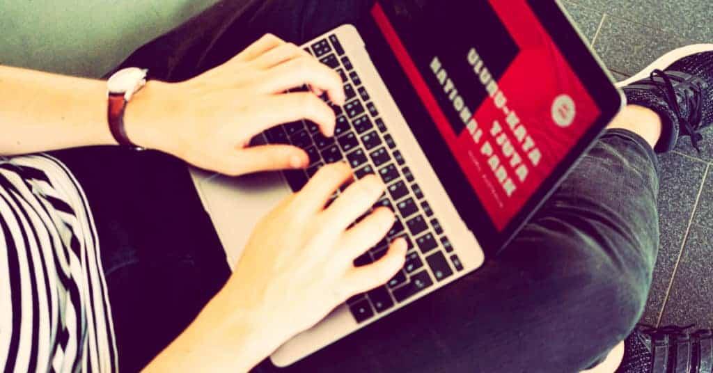 escribiendo un blog, posiblemente su negocio digital